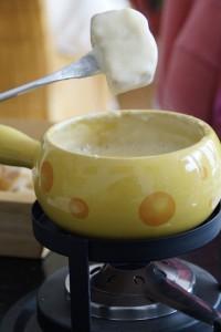 Das Schweizer Käsefondue ist weltweit bekannt.