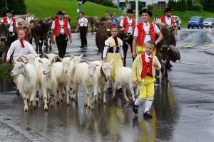 Zu einem traditionellen Fest gehören historische Trachten dazu.