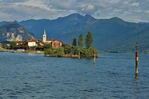 Die beiden grossen Seen, hier der Lago Maggiore, prägen die Landschaft im Kanton Tessin.